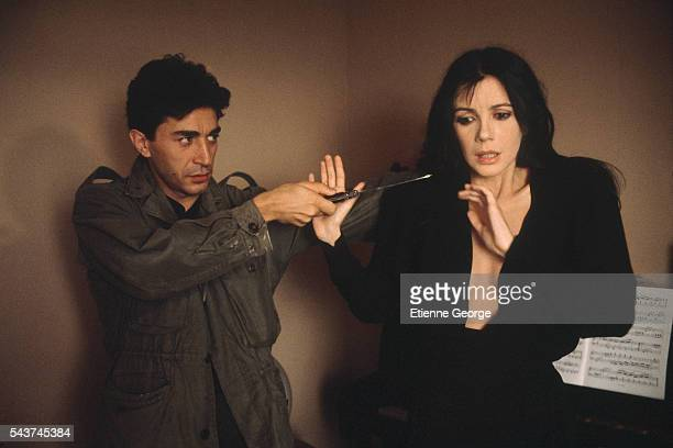 Canadian actress and singer Carole Laure and French actor Richard Berry on the set of the film 'Un assassin qui passe' directed by Michel Vianey