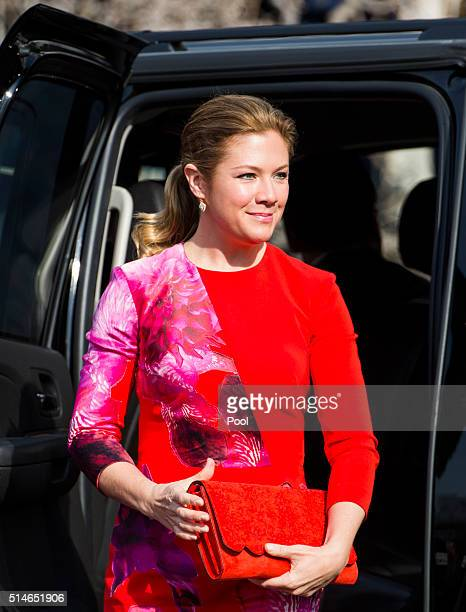 Canadian first lady Sophie GrégoireTrudeau arrives at a welcome ceremony at the White House March 10 2016 in Washington DC This is Canadian Prime...
