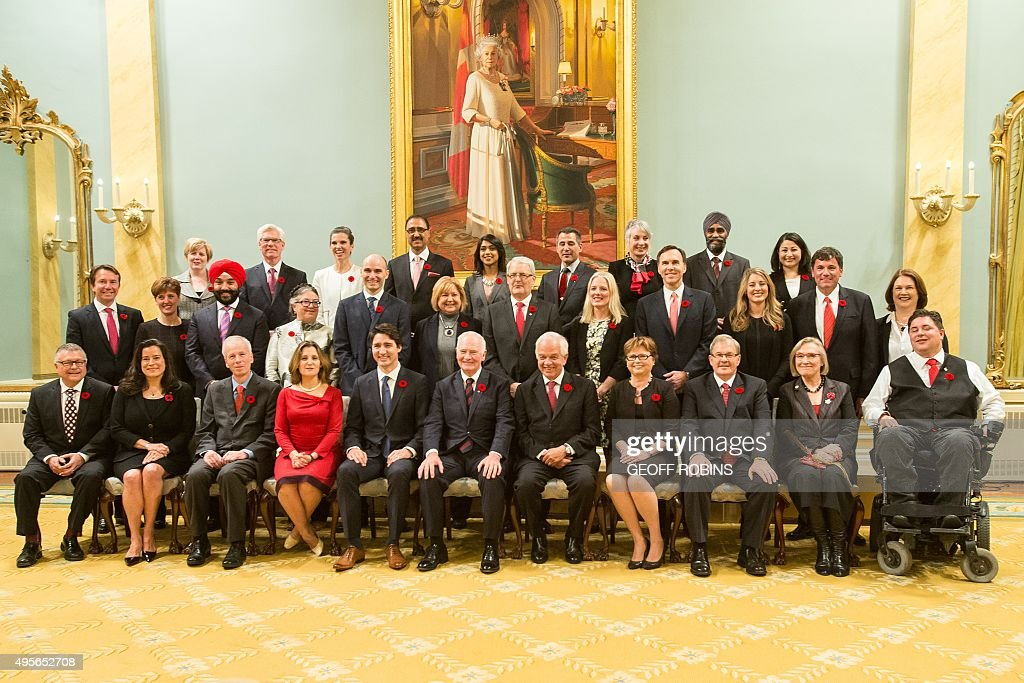Canadian Governor General David Johnston and Prime Minister Justin Trudeau pose for a photo with Trudeau's cabinet after being sworn in at Rideau Hall in Ottawa, Ontario,, November 4, 2015. AFP PHOTO/ GEOFF ROBINS