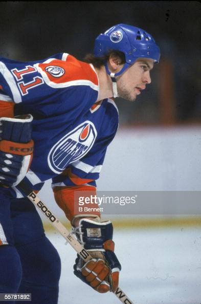 Canadian hockey player Mark Messier of the Edmonton Oilers waits for a faceoff in the 1981 82 season