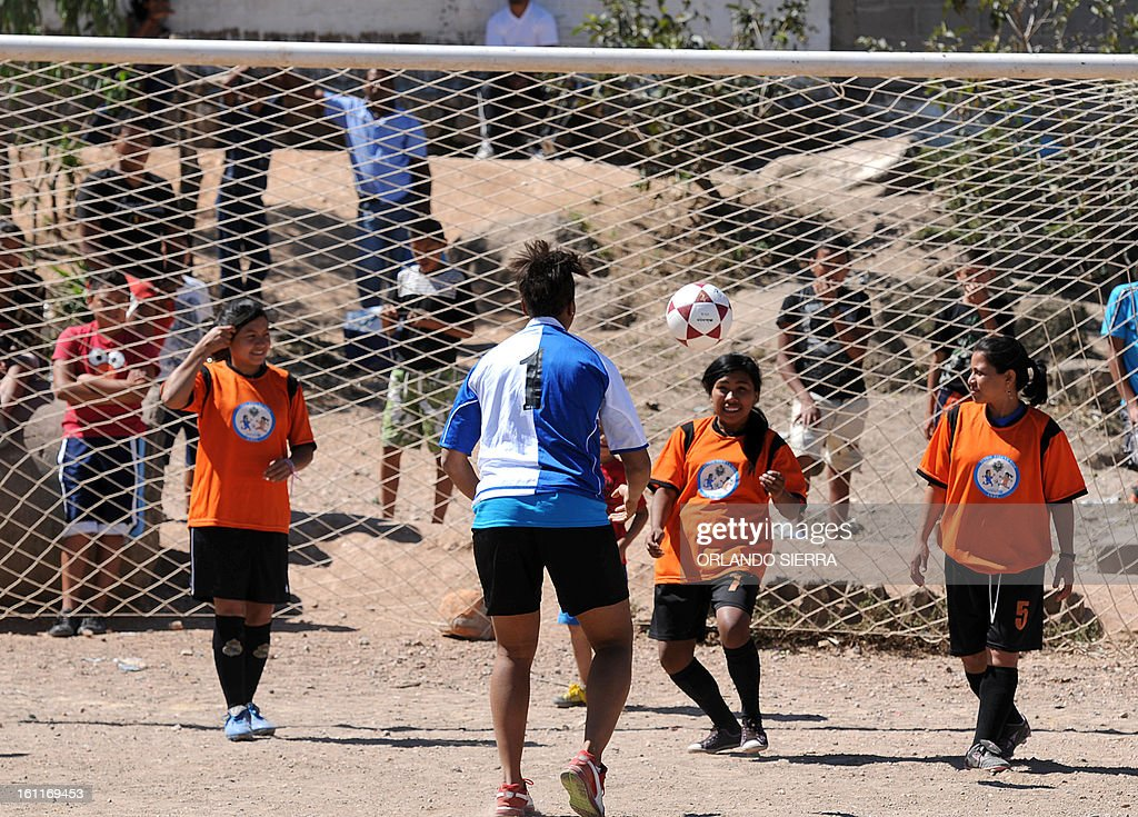 Canadian Karina LeBlanc (C), UNICEF goodwill ambassador, teaches football techniques to children from low-income families in Tegucigalpa, on February 9, 2013. LeBlanc, the Canadian female football team goalkeeper, visited Honduras to encourage the practice of sports creating a safe environment for children as a way to prevent mistreatment and abuse. AFP PHOTO/Orlando SIERRA