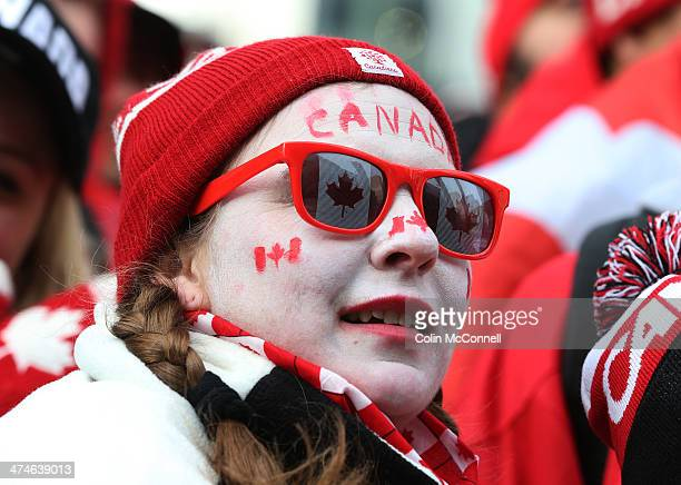 TTORONTO ON FEBRUARY 23 Canadian Olympic hockey fans erupt while watching Canada s three goal shut out of Sweden for the Gold medal in the 2014...