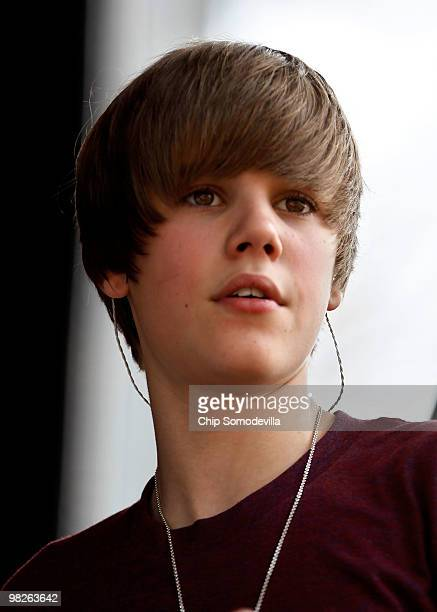 Canadian pop star Justin Bieber performs during the Easter Egg Roll on the South Lawn of the White House April 5 2010 in Washington DC About 30000...