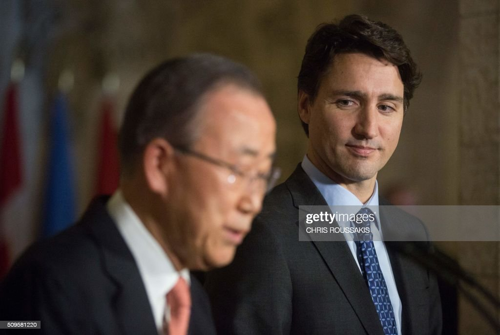 Canadian Prime Minister Justin Trudeau (R) and UN Secretary-General Ban Ki Moon participate in a press conference on Parliament Hill in Ottawa, Ontario on February 11, 2016. / AFP / (Chris Roussakis/AFP) / Chris Roussakis