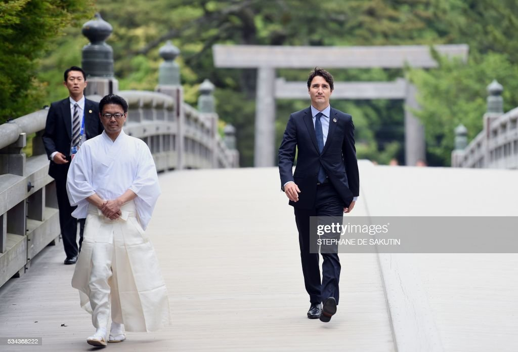 Canadian Prime Minister Justin Trudeau arrives at Ise-Jingu Shrine in the city of Ise in Mie prefecture, on May 26, 2016, on the first day of the G7 leaders summit. World leaders kicked off two days of G7 talks in Japan on May 26 with the creaky global economy, terrorism, refugees, China's controversial maritime claims, and a possible Brexit headlining their packed agenda. / AFP / STEPHANE