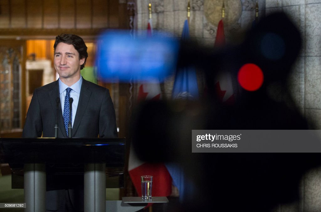 Canadian Prime Minister Justin Trudeau participates in a press conference on Parliament Hill in Ottawa, Ontario on February 11, 2016. Trudeau was joined by UN Secretary-General Ban Ki Moon. / AFP / (Chris Roussakis/AFP) / Chris Roussakis