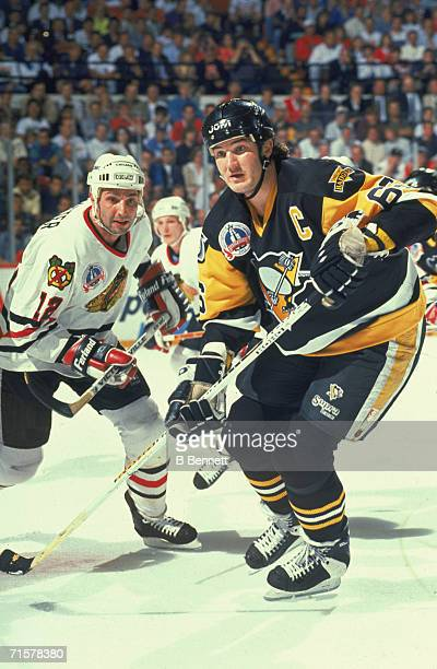 Canadian professional hockey player Mario Lemieux forward for the Pittsburgh Penguins and Brent Sutter center for the Chicago Blackhawks battle it...