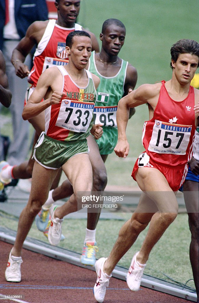 Canadian Simon Hoogewerf leads in front of Morocco Said Aouita during the Men 800m finals JO athletics event on September 26 1988 at the Olympic...