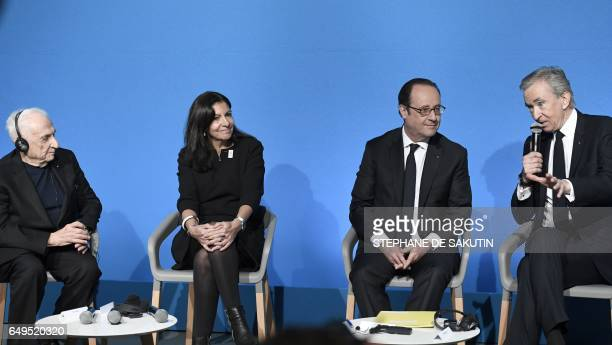CanadianAmerican architect Frank Gehry French Paris' mayor Anne Hidalgo and French president Francois Hollande listen to CEO of LVMH Bernard Arnault...