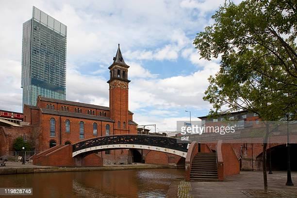 Canal e Ponte em Manchester, Inglaterra