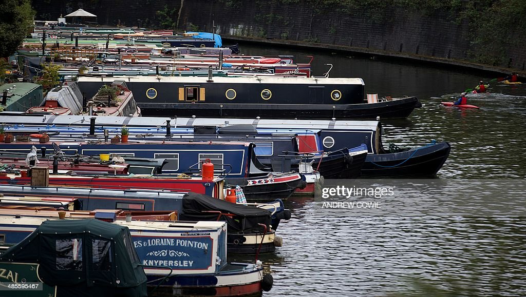 Canal boats are pictured on the Regents Canal in north London on April 19 2014 AFP PHOTO / ANDREW COWIE
