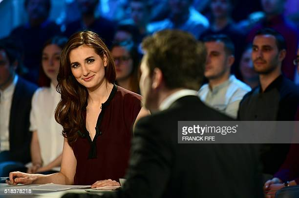 Canal Plus Journalist Marie Portolano gets ready prior to the TV show 'Canal Football Club' on March 27 2016 in Paris / AFP / FRANCK FIFE