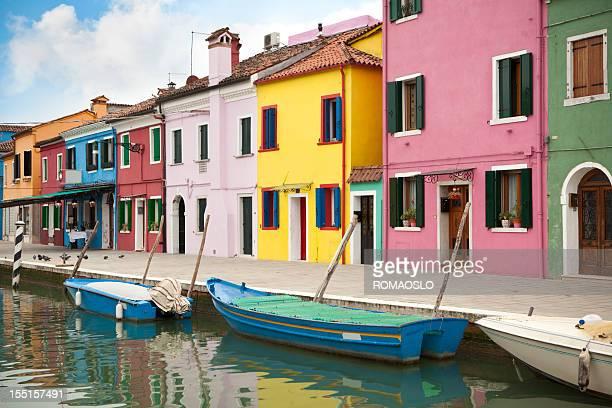Canal em Burano houses- colorido, Itália (Veneto