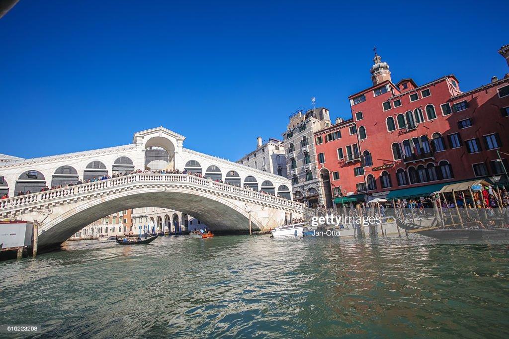 Canale Grande and Rialto Bridge in Venice, Italy : Bildbanksbilder