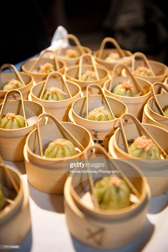 Canape - wonton in basket : Stock Photo