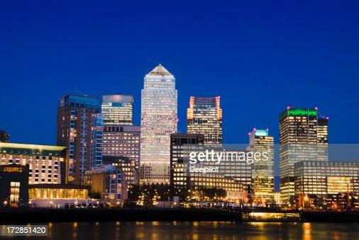 Canary Wharf die Skyline der Stadt bei Nacht in London, Vereinigtes Königreich