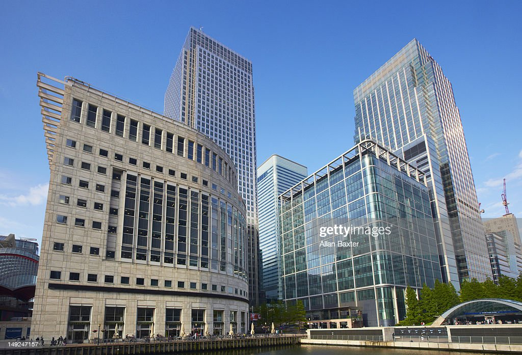 Canary Wharf reflected in pool : Stock Photo