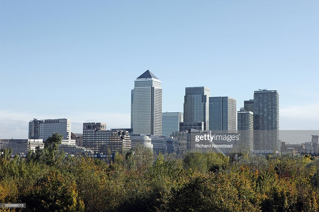 Canary Wharf skyscrapers viewed over treetops : Stock Photo
