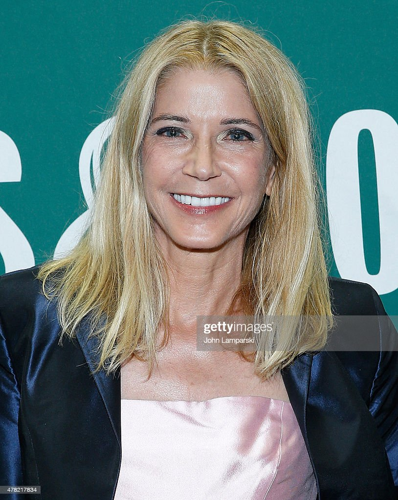 Candace Bushnell Candace Bushnell Signs Copies Of