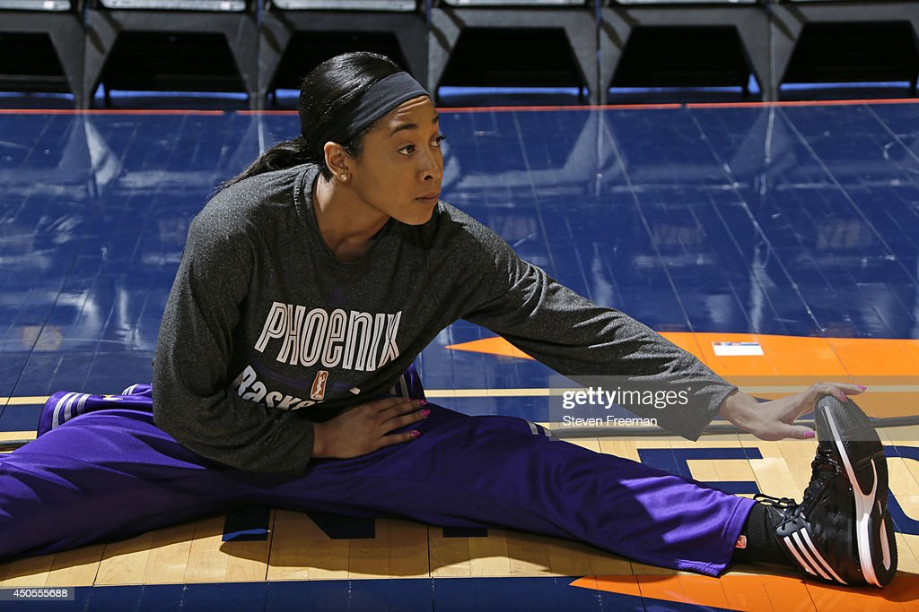 <a gi-track='captionPersonalityLinkClicked' href=/galleries/search?phrase=Candice+Dupree&family=editorial&specificpeople=537818 ng-click='$event.stopPropagation()'>Candice Dupree</a> #4 of the Phoenix Mercury warms up before the game against the Connecticut Sun on June 12, 2014 at Mohegan Sun Arena in Uncasville, Connecticut.