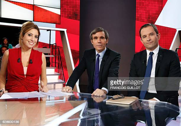 Candidate for the leftwing primaries ahead of the 2017 presidential election Benoit Hamon flanked by French journalists and television hosts David...