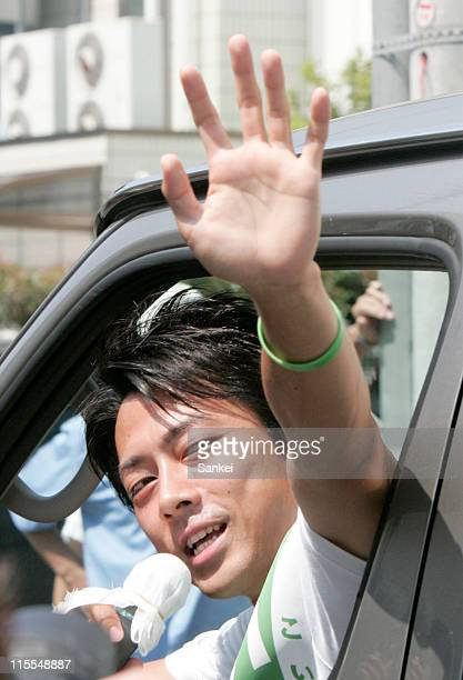 Candidate Shinjiro Koizumi waves to the supporters during his lower election campaign on August 18 2009 in Yokosuka Kanagawa Japan