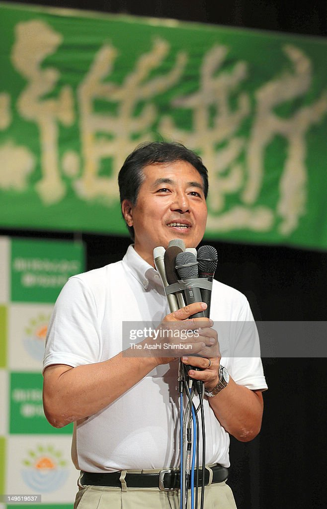 Candidate Tetsunari Iida speaks to his supporters after losing to Shigetaro Yamamoto in the Yamaguchi gubernatorial election at his campaign headquarters on July 29, 2012 in Yamaguchi, Japan.