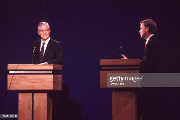 VP candidates Sen Lloyd Bentsen Sen Dan Quayle facing off in campaign debate