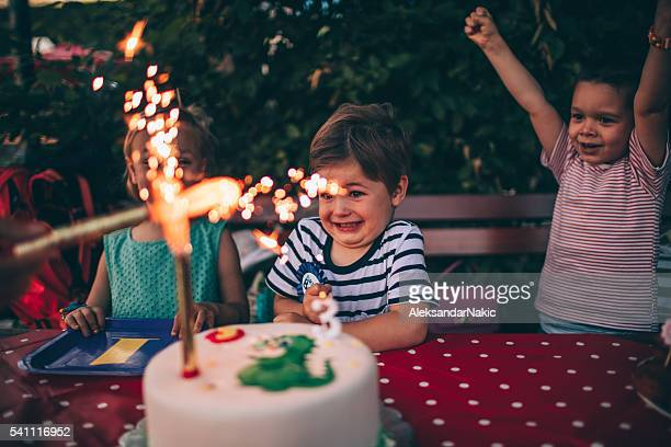 Velas en una torta de cumpleaños