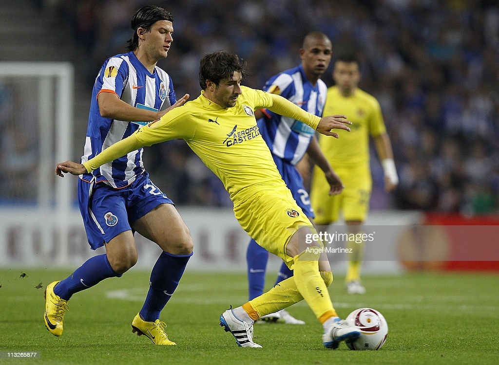 Cani of Villarreal is challenged by <a gi-track='captionPersonalityLinkClicked' href=/galleries/search?phrase=Cristian+Sapunaru&family=editorial&specificpeople=633831 ng-click='$event.stopPropagation()'>Cristian Sapunaru</a> of FC Porto during the UEFA Europa League semi final first leg match between FC Porto and Villarreal at Estadio do Dragao on April 28, 2011 in Porto, Portugal.
