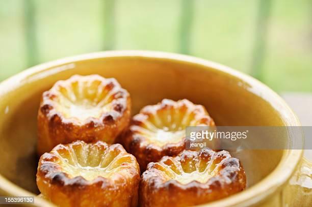 Français traditionnel Cannele, desserts à la crème pâtissière