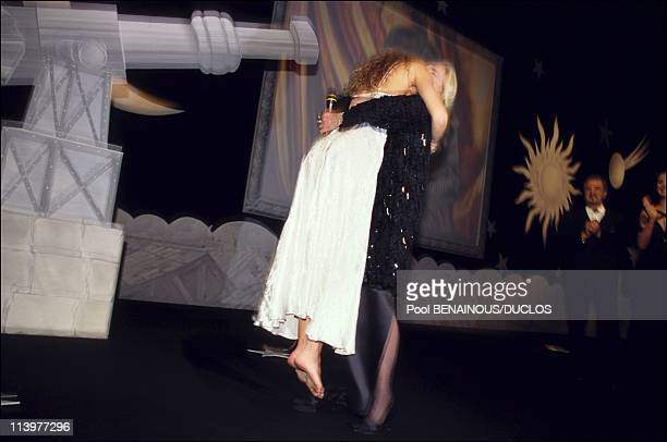 Cannes 95 Opening Gala ** EMBARGO N° 24** in Cannes France on May 17 1995Vanessa Paradis Jeanne Moreau