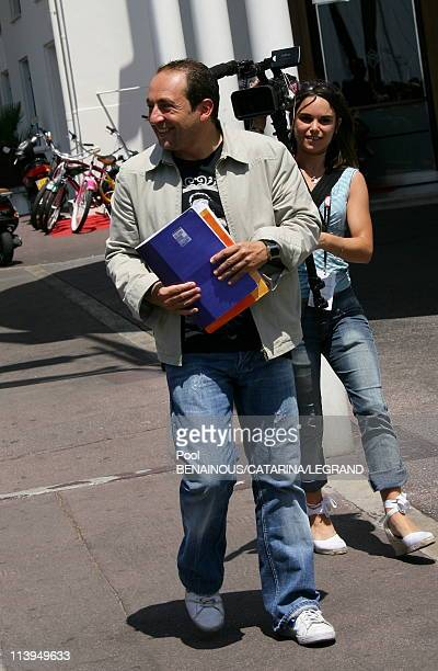 Cannes Film Festival Celebrities signing autographs in front of the Martinez hotel in Cannes France on May 22 2006Patrick Timsit