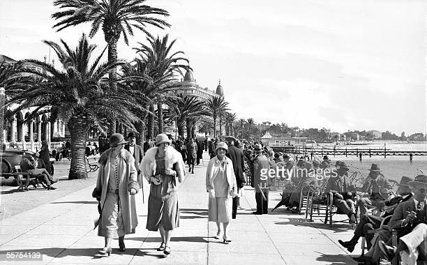Cannes The walk of Croisette by 1925 LL213