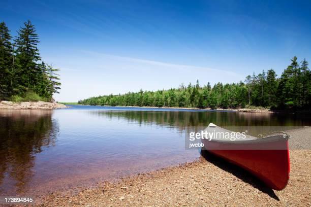 Kanu auf lake shore