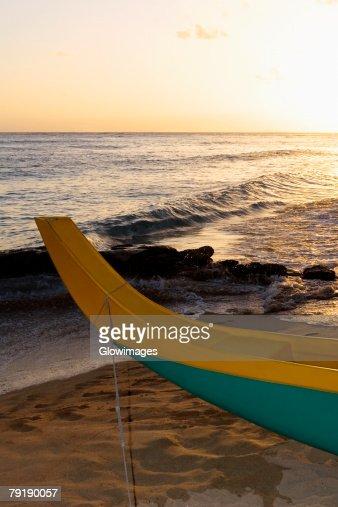 Canoe on the beach, Waikiki Beach, Honolulu, Oahu, Hawaii Islands, USA : Foto de stock