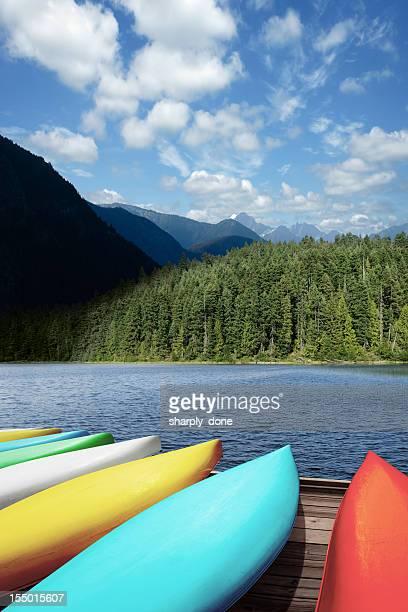 XXL-Kanus und mountain lake