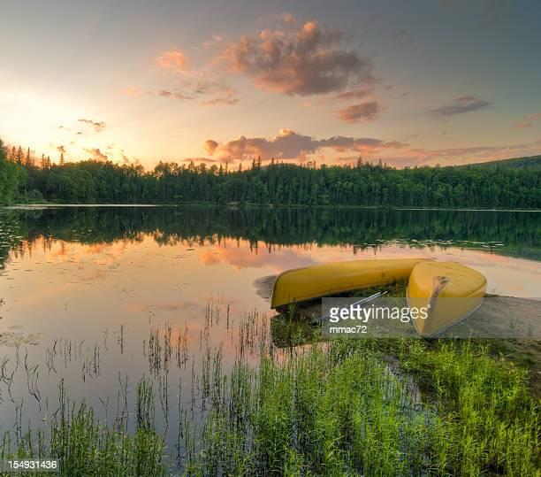 Canoa al tramonto in HDR