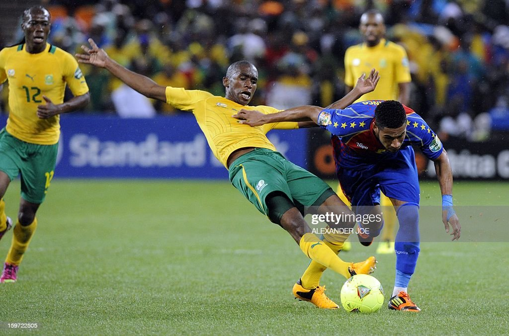 Cape Verde midfielder Babanco (R) fights off South Africa's defender Anele Ngcongca during a group A football match at the 2013 African Cup of Nations in Soweto on January 19, 2013 at Soccer City. AFP PHOTO / ALEXANDER JOE
