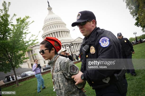 Capitol Police remove a procannabis activist who lit up during a rally on Capitol Hill on April 24 2017 in Washington DC / AFP PHOTO / MANDEL NGAN