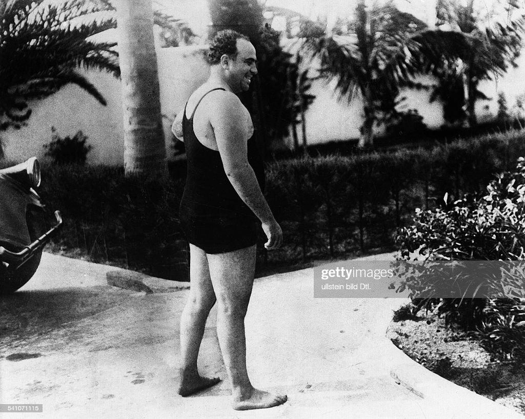 Capone, Al *1899-1947+Gangster, USAim Badeanzugo.J