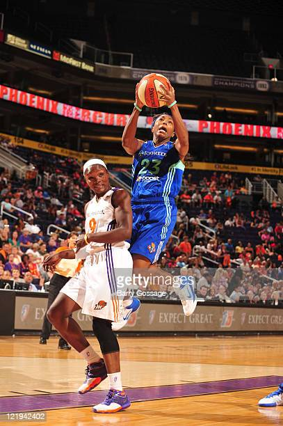 Cappie Pondexter of the New York Liberty shoots against Marie FerdinandHarris of the Phoenix Mercury on August 23 2011 at US Airways Center in...