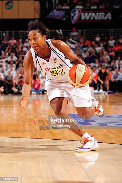 Cappie Pondexter of the Phoenix Mercury drives to the basket against the Indiana Fever in Game Two of the WNBA Finals during the 2009 NBA Playoffs at...