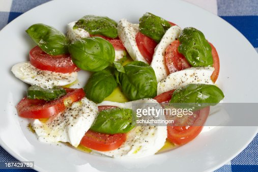 Ensalada Caprese-und Tomaten Basilikum Mozzarella, : Foto de stock