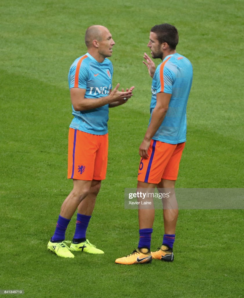 Captain Arjen Robben of Netherland react with Kevin Strootman before the FIFA 2018 World Cup Qualifier between France and Netherlands at Stade de France on August 31, 2017 in Paris.