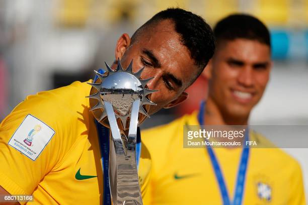 Captain Bruno Xavier of Brazil leads the celebration after victory in the FIFA Beach Soccer World Cup Bahamas 2017 final between Tahiti and Brazil at...