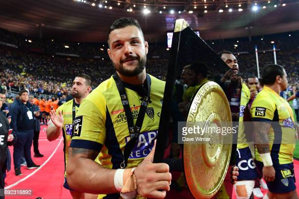 Captain Damien Chouly of Clermont with the Bouclier de Brennus trophy after his side win the the Top 14 Final between RC Toulon and Clermont Auvergne...