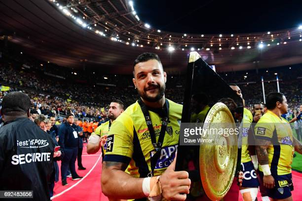 Captain Damien Chouly of Clermont with the Bouclier de Brennus trophy after his side win the Top 14 Final between RC Toulon and Clermont Auvergne at...