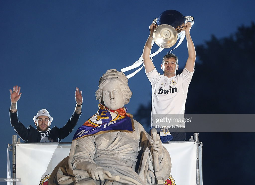 Captain goalkeeper <a gi-track='captionPersonalityLinkClicked' href=/galleries/search?phrase=Iker+Casillas&family=editorial&specificpeople=215446 ng-click='$event.stopPropagation()'>Iker Casillas</a> (R) of Real Madrid CF holds the UEFA Champions League cup celebrating their victory on the UEFA Champions League Final match against Club Atletico de Madrid at Cibeles font on the early morning of May, 25, 2014 in Madrid, Spain.