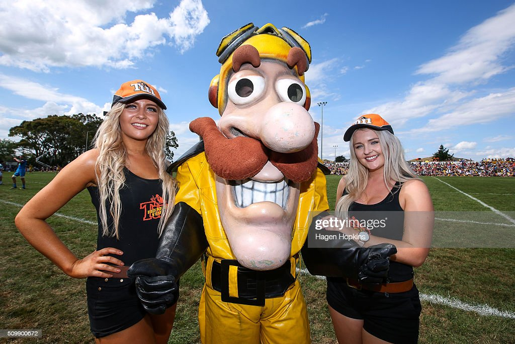 Captain Hurricane poses with Tui girls during the Super Rugby pre-season match between the Blues and the Hurricanes at Eketahuna Rugby Club on February 13, 2016 in Eketahuna, New Zealand.